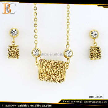Alibaba OEM/ODM gold plated jewelry set fashion elegant women necklace and earring set wedding