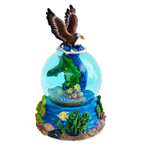 Hot Sale Personalized Handmade Polyresin eagle snow globe