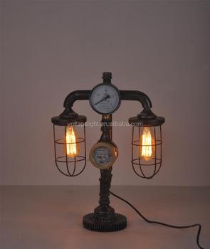 Decorativi Vintage Lampada Da Tavolo Antico Di Tubazioni Metalliche