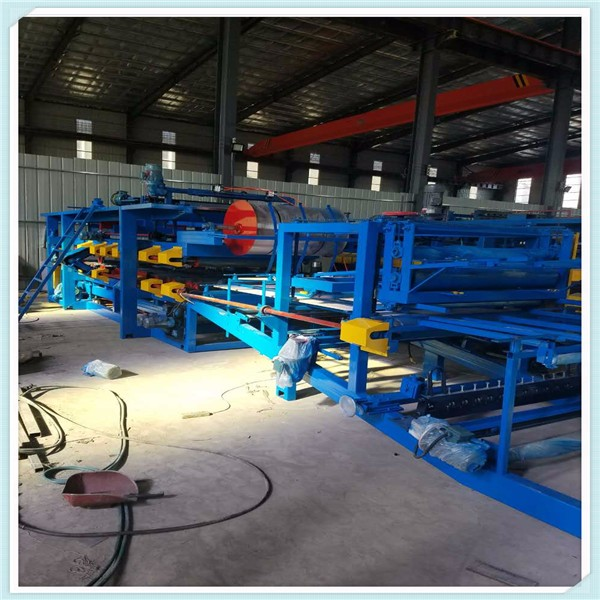 Sandwich panel productie roll forming machine