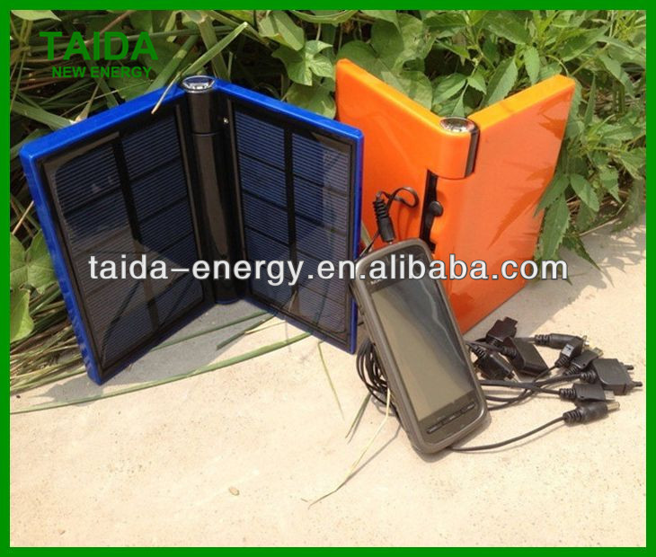 Solar Power Bank Magnetic Solar Battery Charger with 3 indicators and 1 Torch