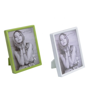 13 x 18 cm plastic picture frame with grean/white color
