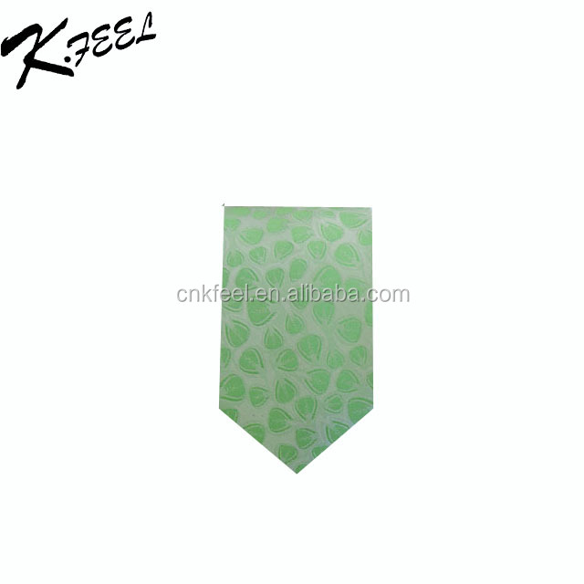 Mans High quality jacquard silk necktie with heart shape pattern