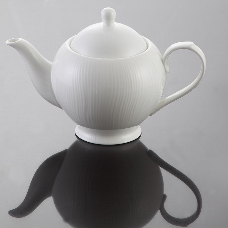 P&T Royal Porcelain Ware New royal design bone china white teapot ceramic custom coffee pot for sale