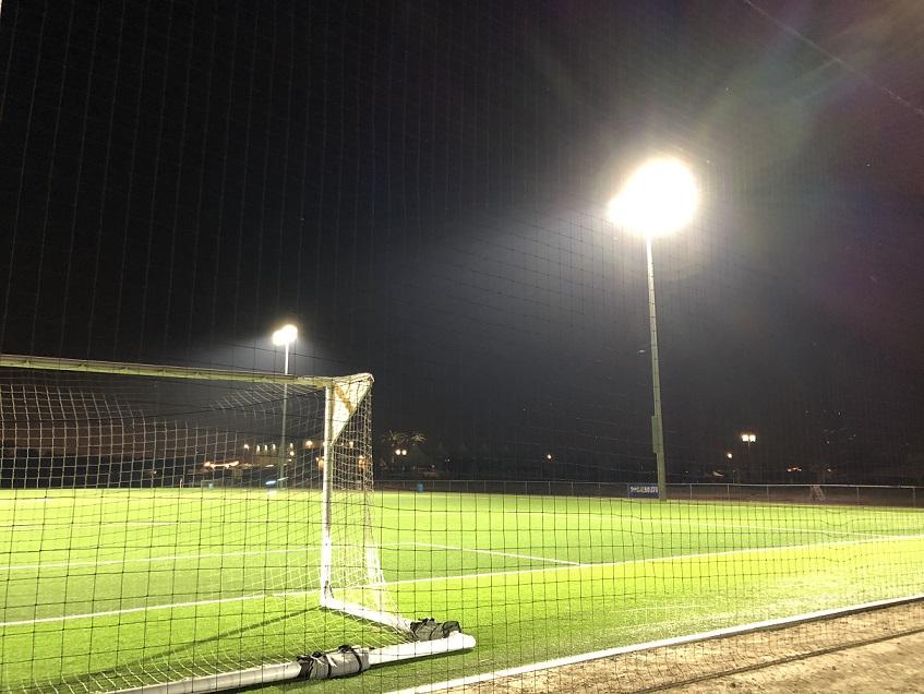 просто прожектор для стадиона фото подземке