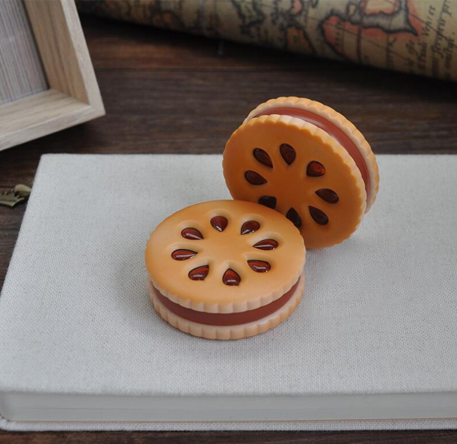 Hot Sale 55mm Cookie Shape Biscuit Metal Grinder Tobacco Crusher Dried Flowers Herbs Home
