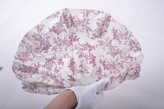 72a2d2f6 Chinese Style Plastic Folding Fan Hat - Buy Chinese Style Plastic ...