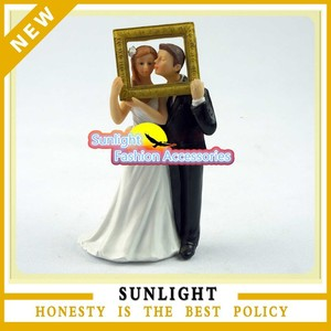 Bride and Groom Couple Figurine wedding cake topper for wedding gifts wedding favors