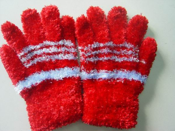 Striped Feather Yarn Gloves