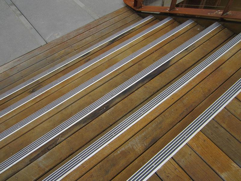 Pasos de madera al aire libre antideslizante de aluminio for Escalera de madera al aire libre precio