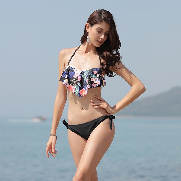 Sexy beach open young girls bikini