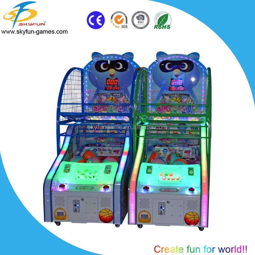 Arcade street basketball playing game machine for game center