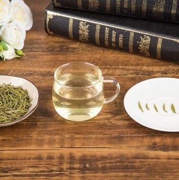 China  delicious  green tea for drink  with handmade green leaves L