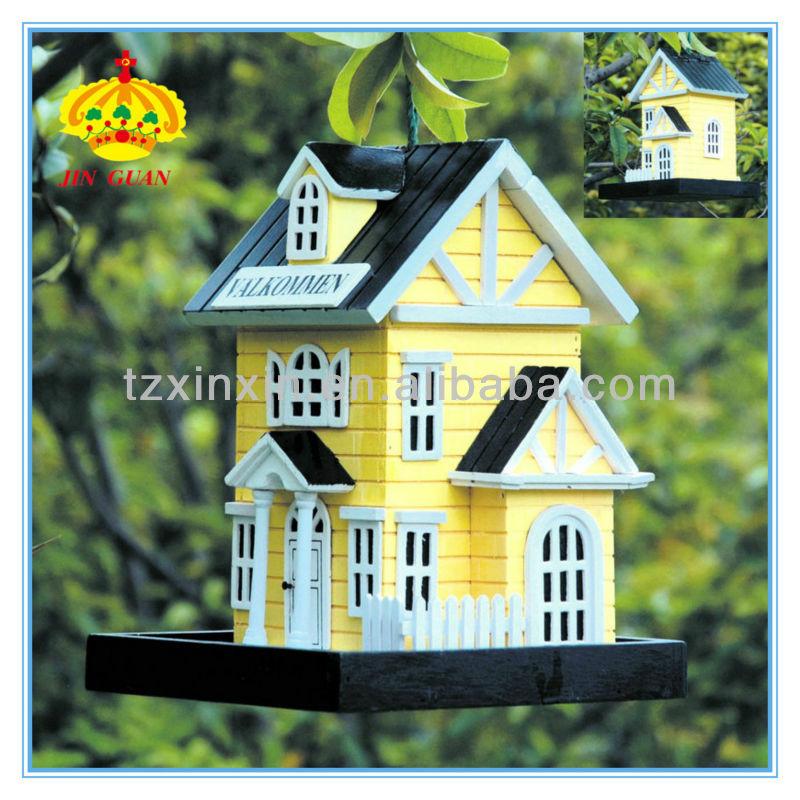 maisons d 39 oiseaux en bois petites maisons d 39 oiseaux en bois une maison d 39 oiseaux d coratifs. Black Bedroom Furniture Sets. Home Design Ideas
