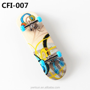 Wholesale Custom Complete Set Canadian Maple Wood Mini Finger Skateboard With Heat Transform Printing