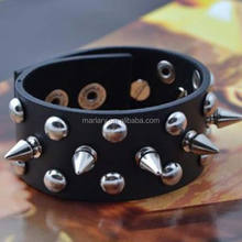 vacchetta nera <span class=keywords><strong>in</strong></span> metallo ribattino spike uomini punk rock bracciale <span class=keywords><strong>in</strong></span> pelle bracciale braccialetto