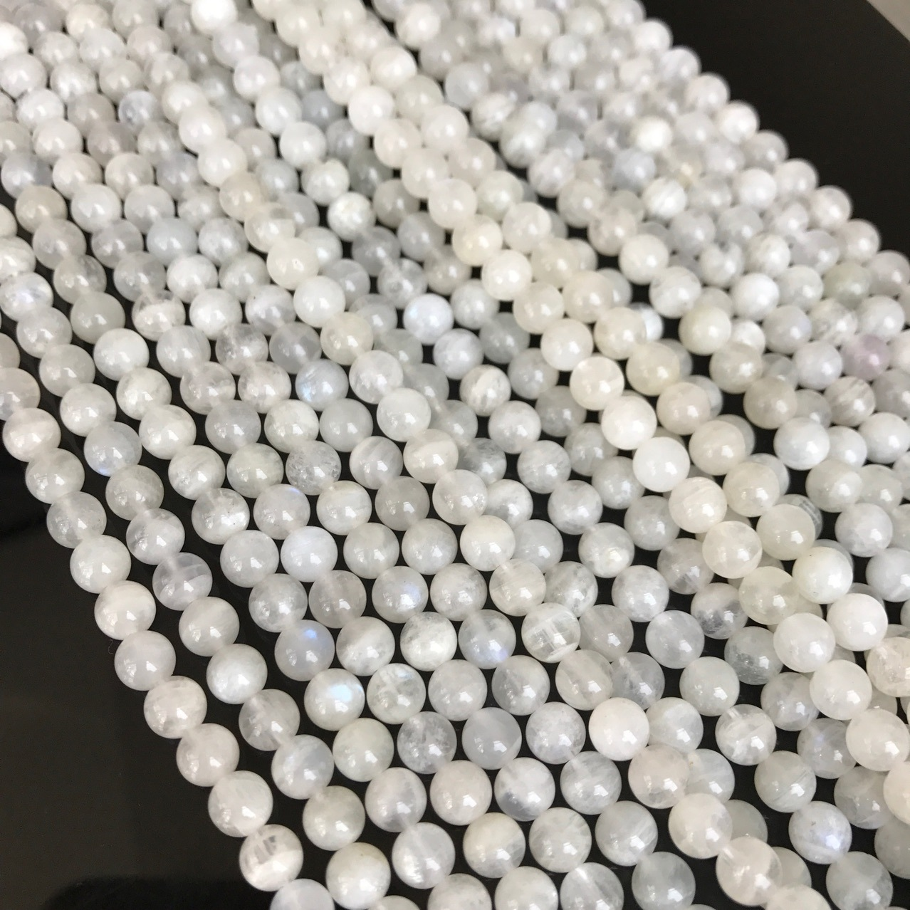 China fábrica natural branco moonstone rodada beads para pulseira