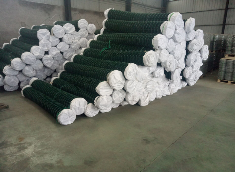 Chain Link Fence Rolls / Plastic Coated Chain-Link Fences in Rolls
