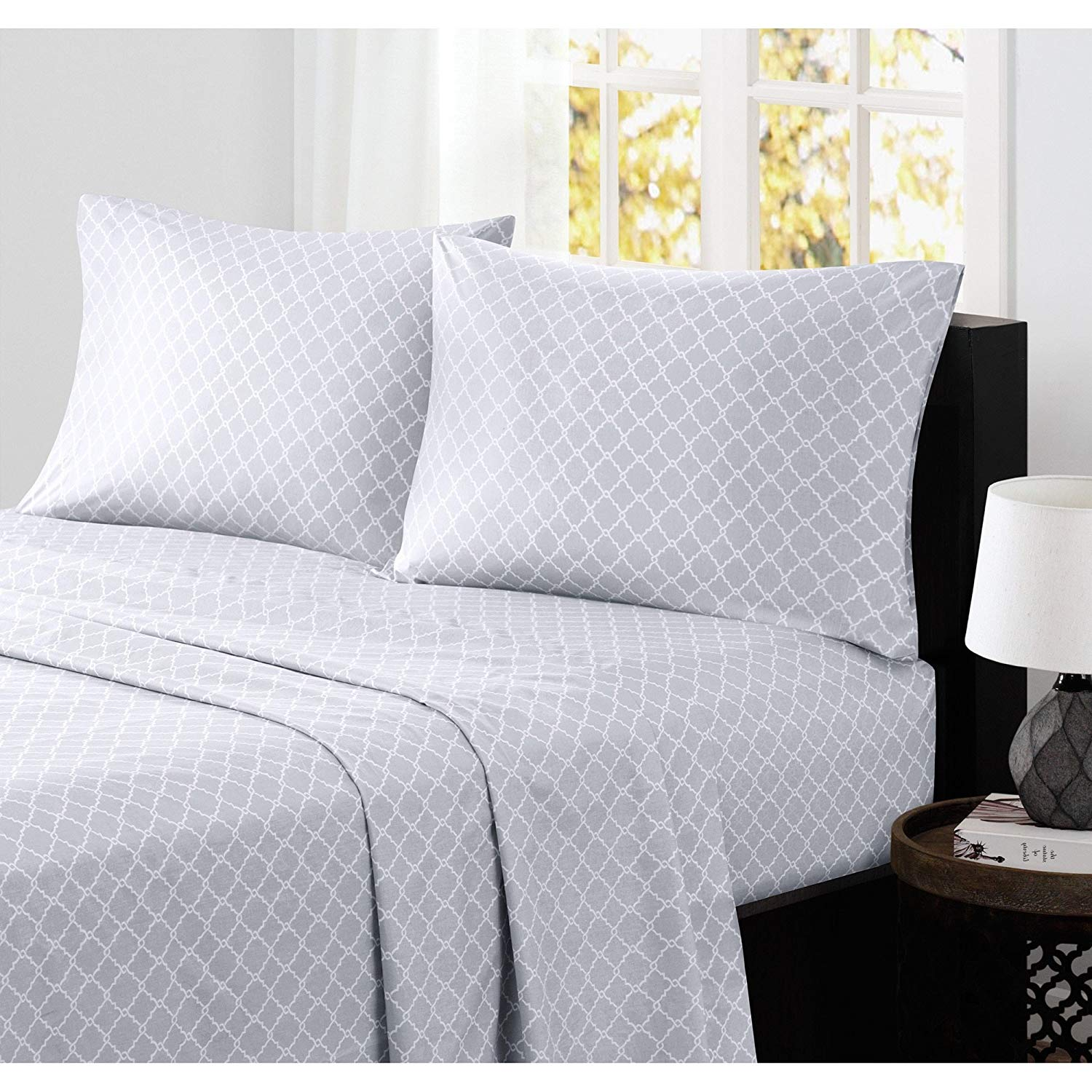 4 Piece Grey White Geometric Fretwork Pattern Sheets King Set, Luxurious Light Gray Moroccan Trellis Print Bedding Hippie Textured Design, Bright Colors, Casual Style, Deep Pocket, Cotton, for Unisex