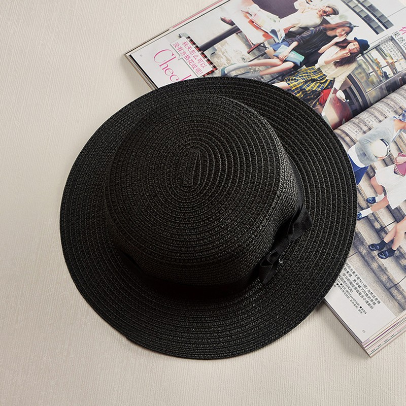 Classical crazy hats are an effective accessory to make you look great on summer  beach e419ac479920