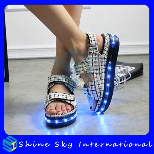 New Design Portable Convenient Comfortable Wrapping Shoes Unisex Led Shoes