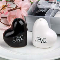 Mr and Mrs Heart Ceramic Salt and Pepper Shakers Wedding Souvenirs