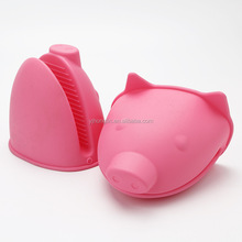 cute creative 2 fingers microwave silicone pig mini funny oven mitts