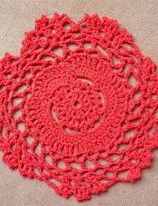 BO 12pcs/set, Red Cotton Handmade Crocheted Doilies Coaster , holiday-round