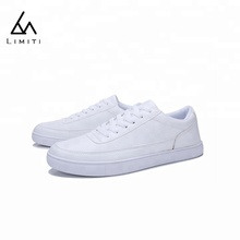 China Factory Wholesale Men Sport School Shoes White Leather Casual Shoes