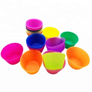 Wholesale FDA approved silicone round shape baking cups with pvc box packing muffin cupcake mold