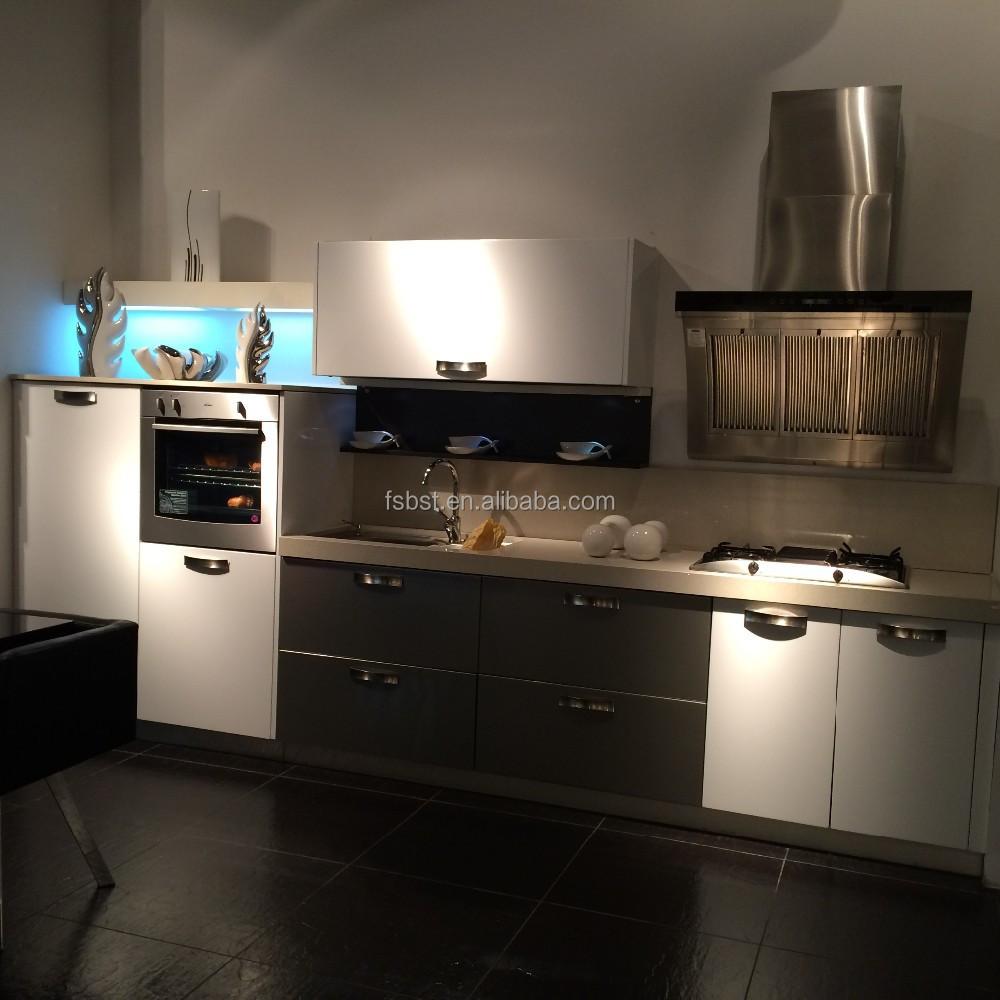 Armoire de cuisine en bois usage a vendre maison moderne for Prix cuisine bois