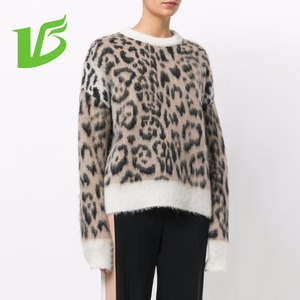 Woman round neck long sleeve pullover mohair print sweater
