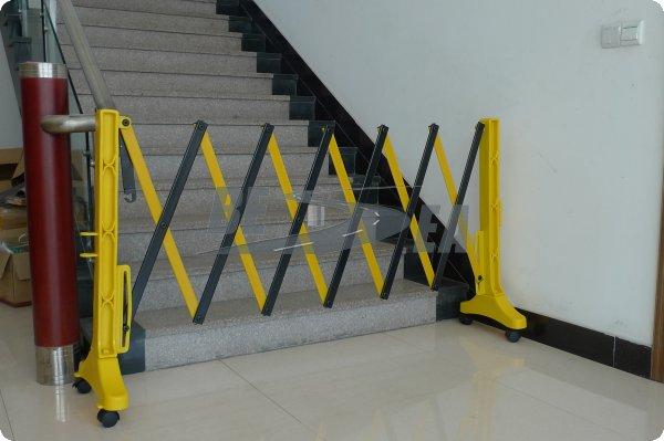 Black yellow portable expandable fence