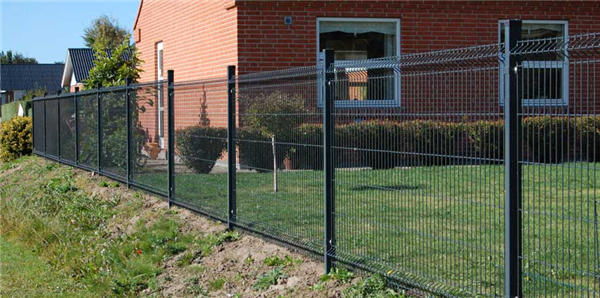 wire mesh fence with square poststeel fence postsmetal fence posts