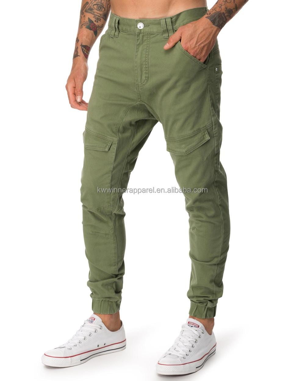 Groene broek man