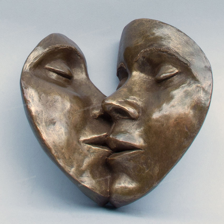 New art work bronze heart shape face kissing statue metal gift sculpture