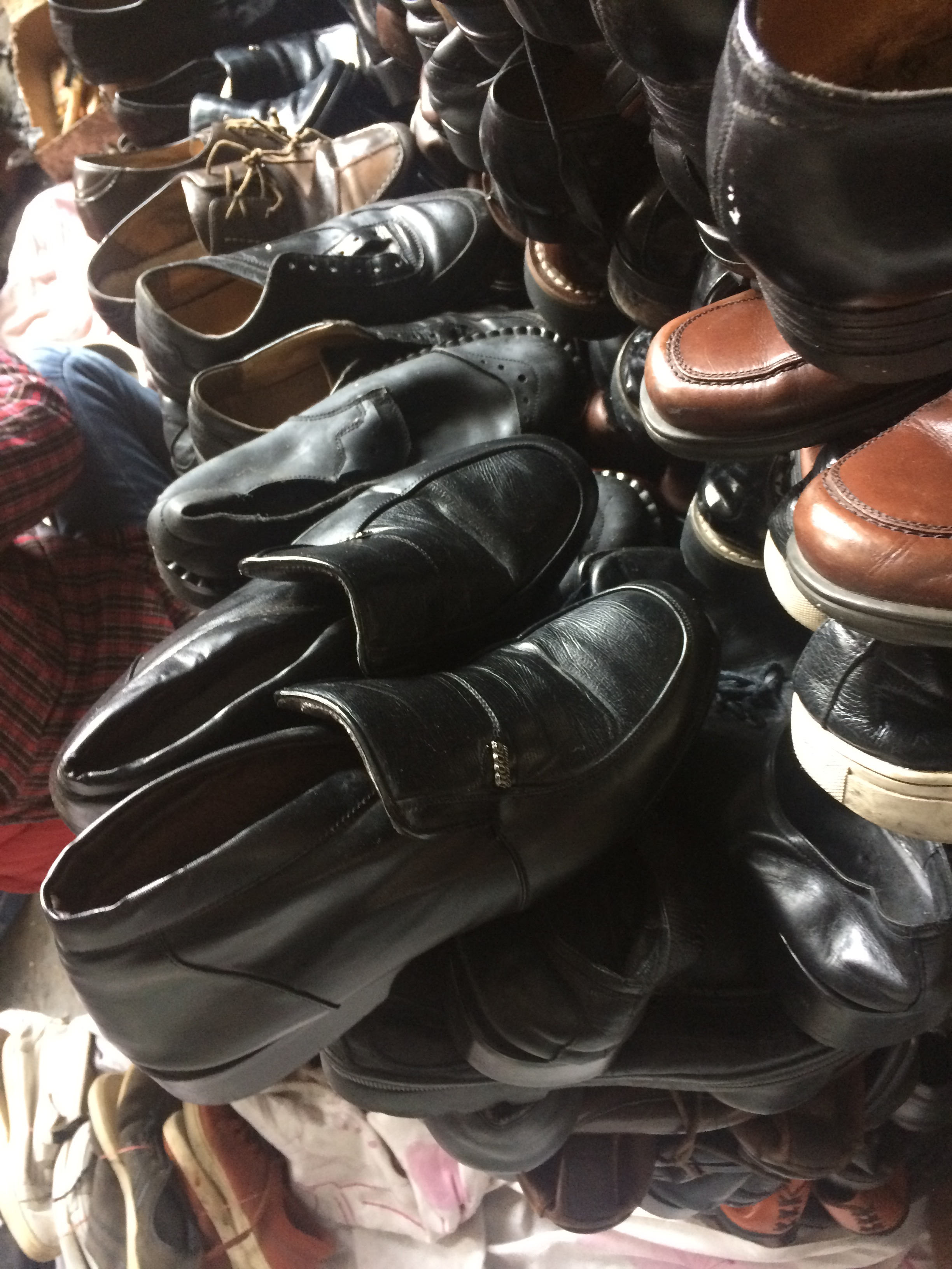 UK used shoes in bales all styles bulk cheap used shoes for sale