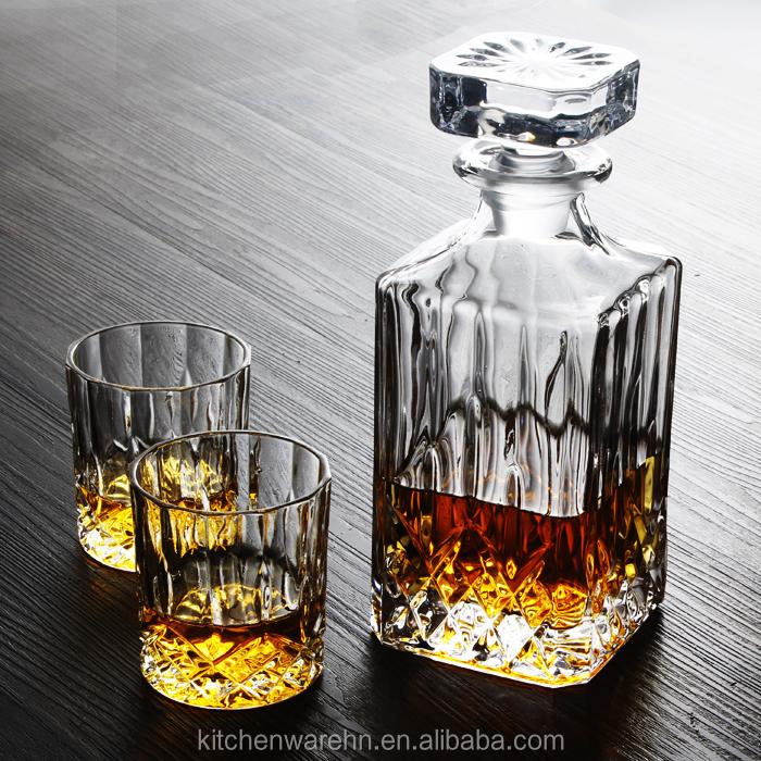carr en verre whisky carafe bouteille avec 4x200 ml. Black Bedroom Furniture Sets. Home Design Ideas
