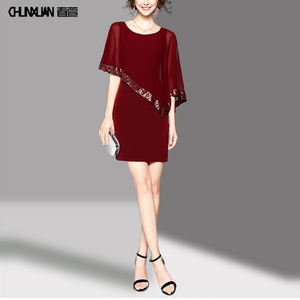 2017 A red short sleeved shawl dress