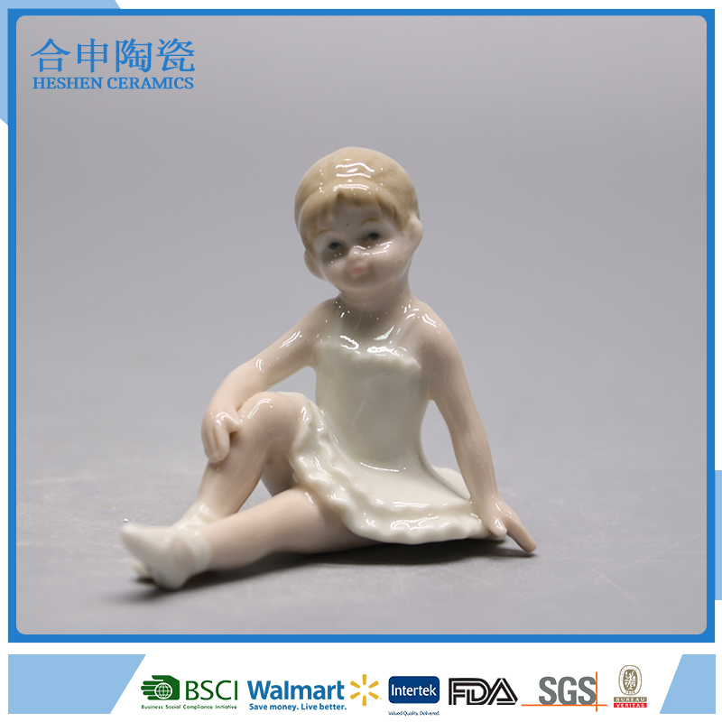 Dehua white elegant ceramic dancing lady figure for table decor