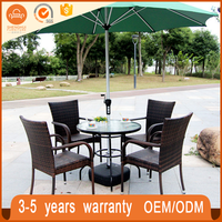 New design outdoor garden rattan table and chair with middle umbrella