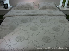 2013 New design pretty elegant love image colorful satin quilt cover