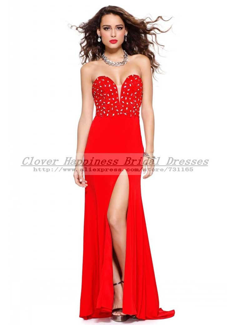 Teen em vestido vermelho