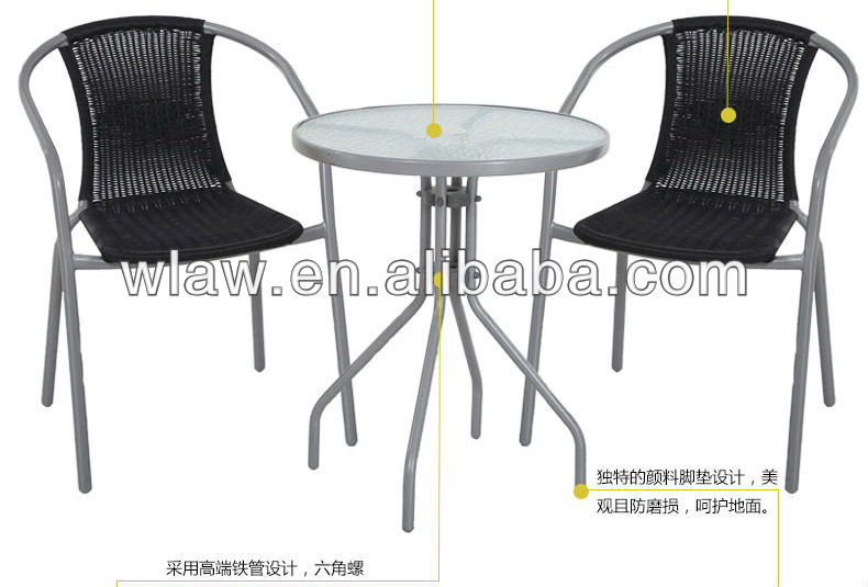 garden's rattan chairs with glass table