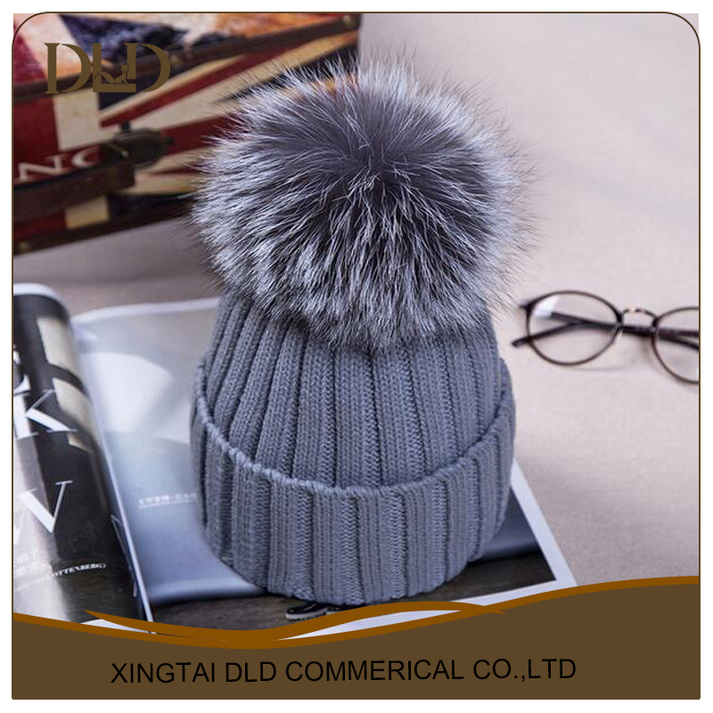 Good quality knitted hat with 15m black fox fur ball/reason price