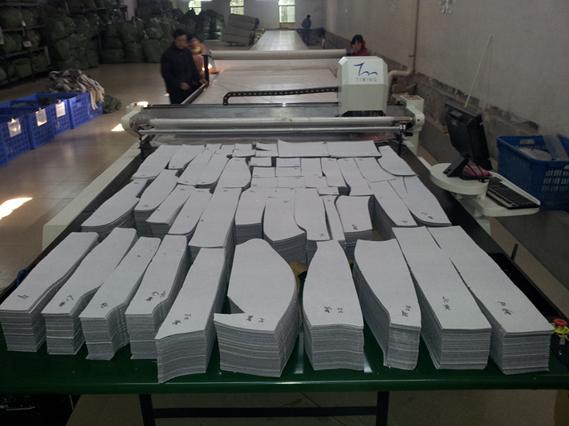 Cnc Fabric Cutting Machine Computerized Cloth Cutting