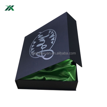 foil logo cardboard magnetic closure clothing gift box