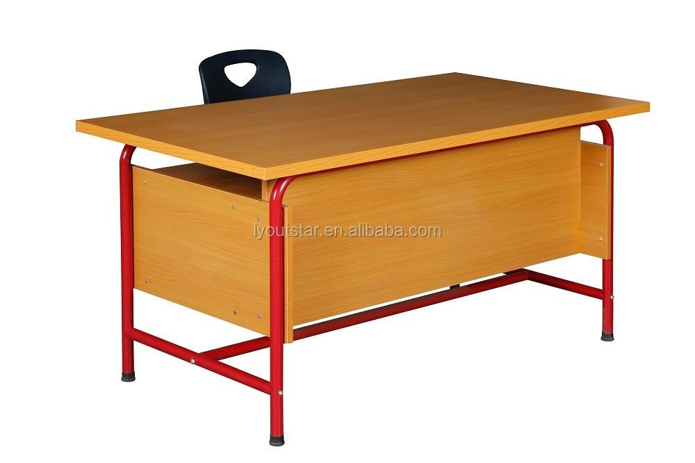 Simple y barato maestro de escuela primaria mesa de madera y sillas ...