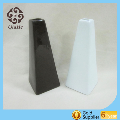 White and black ceramic porcelain flower mini vase