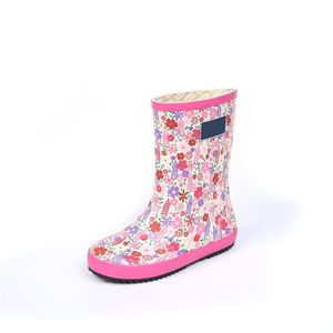 2018 hot selling new design logo boot with pink background flowers printed kids anti-slip rubber rain boots for wholesale
